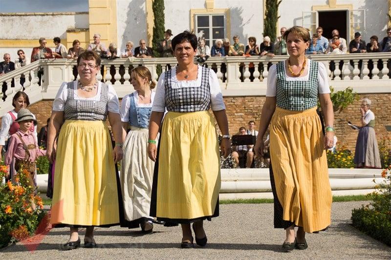 erntedankfest_schlosshof_trachen_modeschau_oldtimertraktoren_01