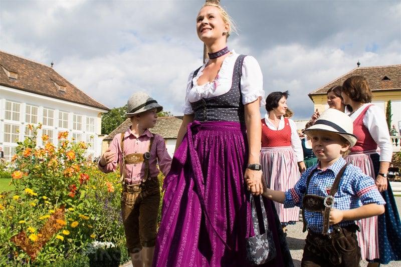 erntedankfest_schlosshof_trachen_modeschau_oldtimertraktoren_07