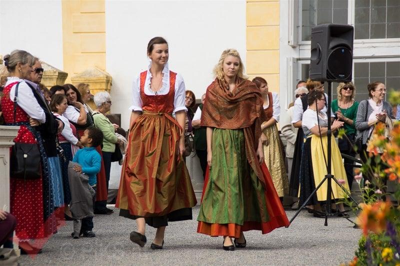 erntedankfest_schlosshof_trachen_modeschau_oldtimertraktoren_13