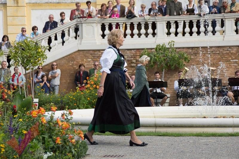 erntedankfest_schlosshof_trachen_modeschau_oldtimertraktoren_17