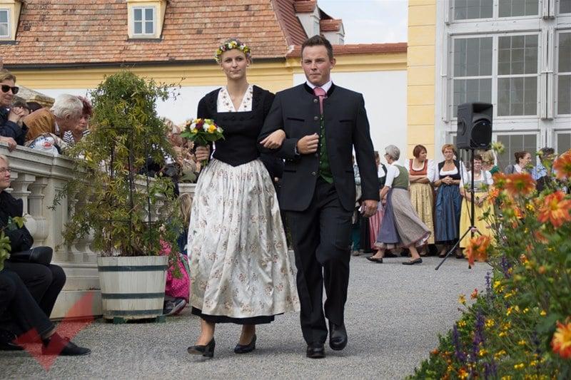 erntedankfest_schlosshof_trachen_modeschau_oldtimertraktoren_19