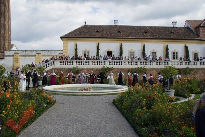 erntedankfest_schlosshof_trachen_modeschau_oldtimertraktoren_25