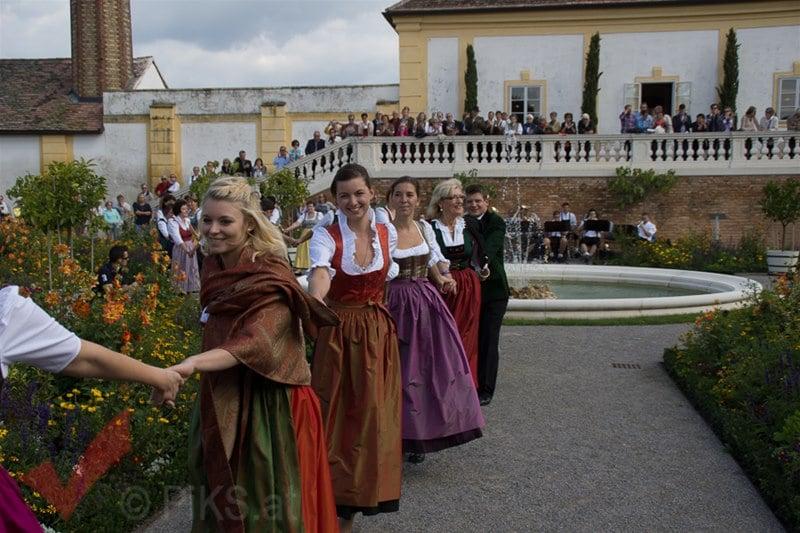 erntedankfest_schlosshof_trachen_modeschau_oldtimertraktoren_27