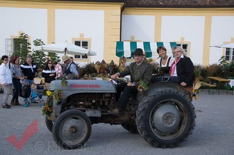 erntedankfest_schlosshof_trachen_modeschau_oldtimertraktoren_39
