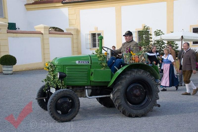 erntedankfest_schlosshof_trachen_modeschau_oldtimertraktoren_40