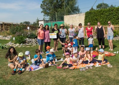 Kindergarten zu Besuch im Kräutergarten